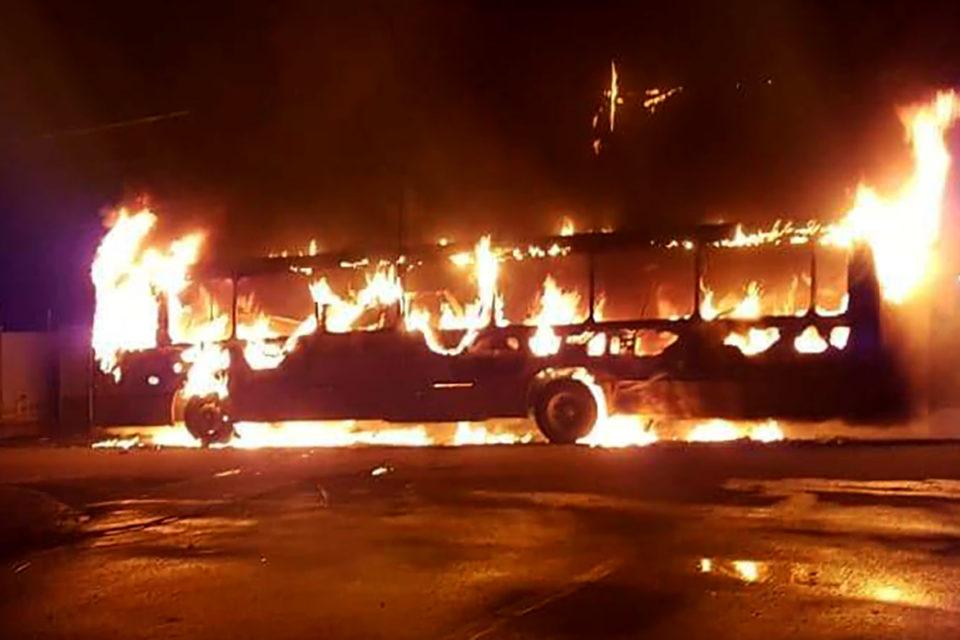 Incêndio de ônibus na zona oeste foi motivado por assassinato em ... b4dd572dc3ef3