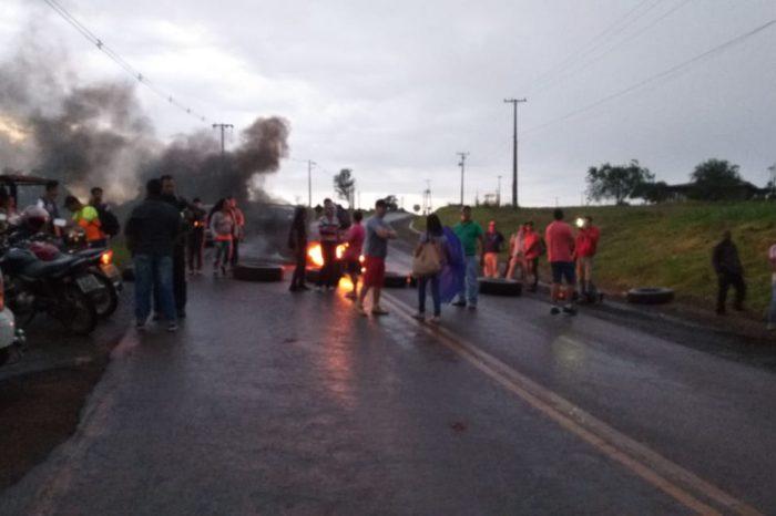 Moradores de Guaravera fazem ato contra mudanças no transporte