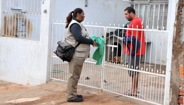 Mutirão de limpeza faz combate ao Aedes aegypti na zona sul