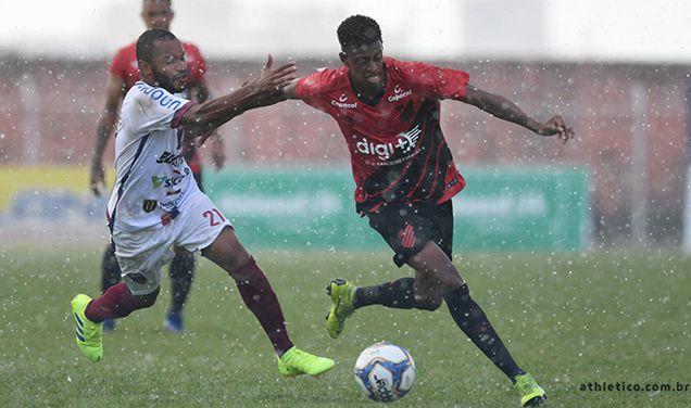 Toledo vence Athletico no primeiro jogo da final do Paranaense 2019