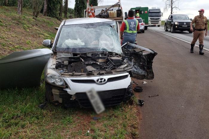 Homem morre em acidente na PR-323; esposa e filha ficam feridas