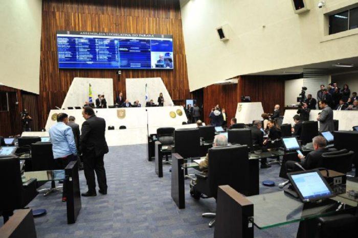 Deputados aprovam o fim de aposentadorias para ex-governadores do Paraná