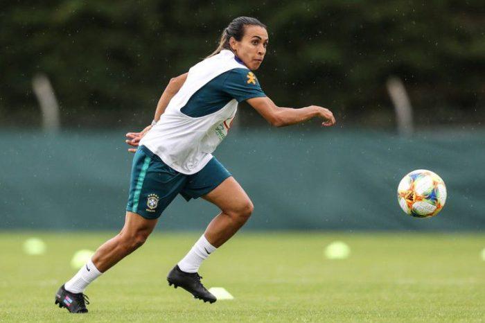 Marta treina, faz gols e mostra que está recuperada da lesão muscular