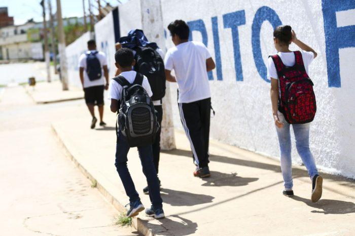 Número de jovens no ensino médio aumenta 61% em 6 anos, aponta pesquisa