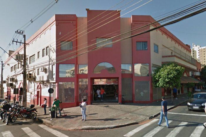 Loja que vendia produtos furtados no Camelódromo de Londrina é fechada pela PM