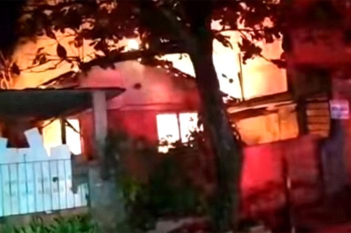 Casa é incendiada na zona leste e proprietários se acusam