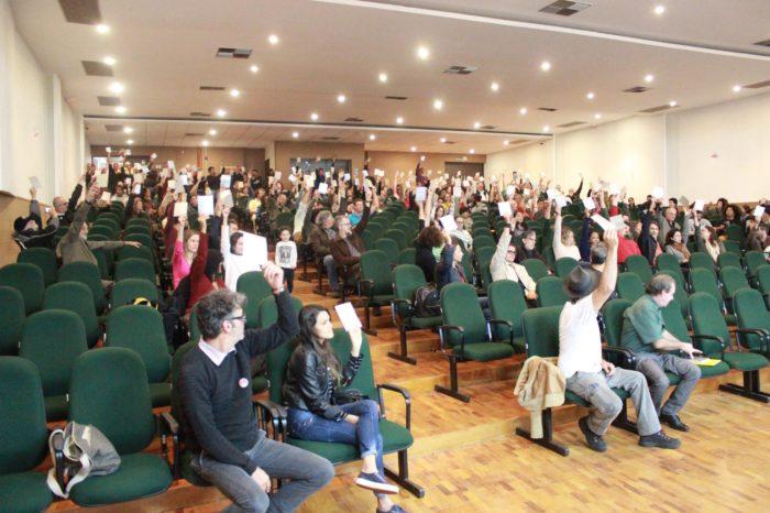 Professores da UEL mantém a greve por tempo indeterminado