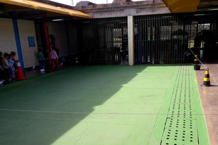 Creche é furtada, vandalizada e bandidos defecam pelo prédio; GM fala em represália