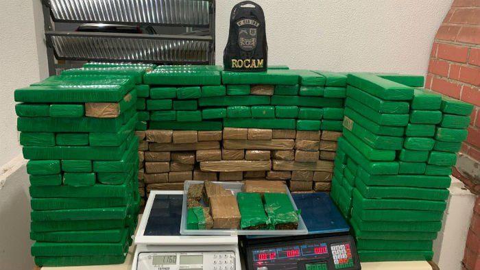 Polícia apreende 200 kg de maconha em residência após denúncia anônima