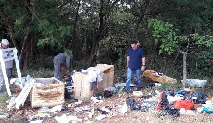 Fundo de vale no Cafezal volta a receber lixo no dia seguinte da limpeza