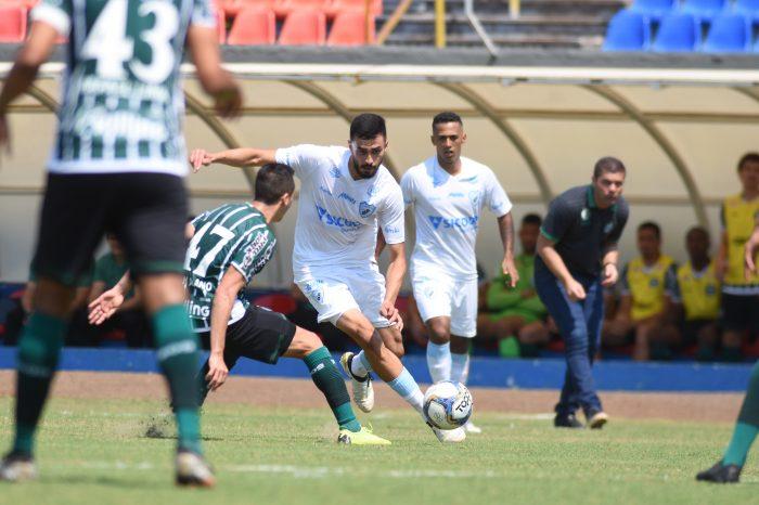 """Anderson Leite detona gramado do Estádio do Café: """"Horrível, é o pior campo da Série B""""; FEL rebate"""