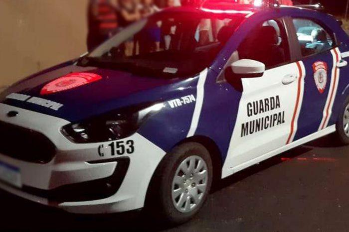 Homem é morto pela GM após ter surto e esfaquear agente