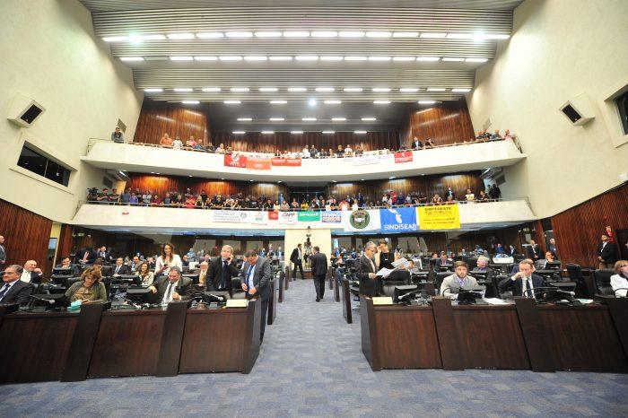 Deputados aprovam fim da licença-prêmio para servidores estaduais