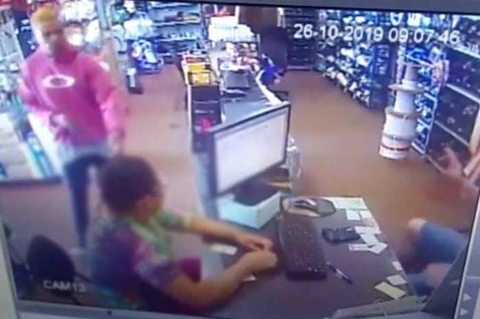 Câmera flagra assalto em depósito de materiais na Saul Elkind; Veja vídeo