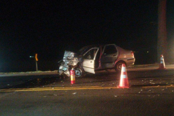 Motorista na contramão bate de frente com carreta na PR-445 e morre