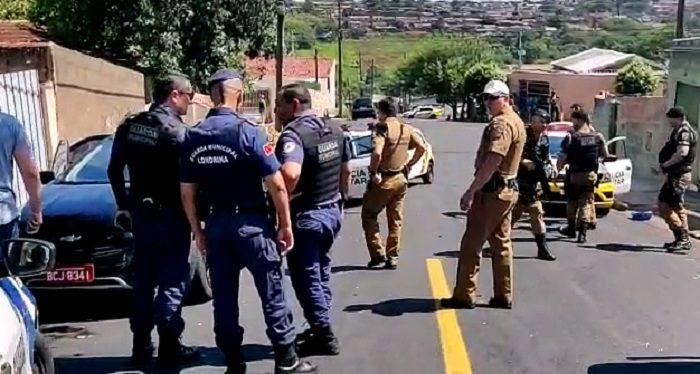 Após confronto com criminoso, população hostiliza equipe e PM fecha Bratac