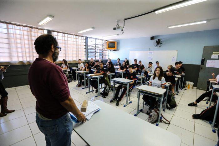 Estado autoriza pagamento extra de R$ 20 milhões às escolas