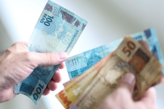 Salário mínimo regional tem reajuste e vai a R$ 1.383,80