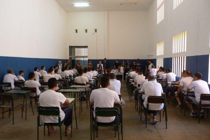 Estudantes da EJA no sistema prisional ganham bolsa pelo Enem em Londrina