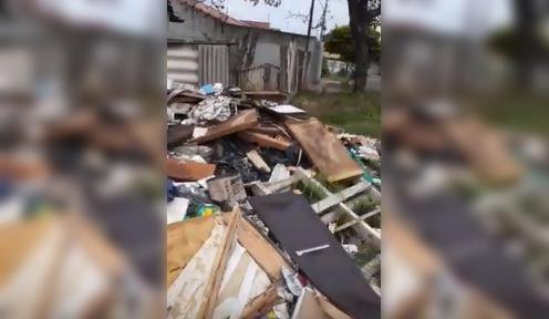 Morador denuncia despejo irregular em calçada na zona norte