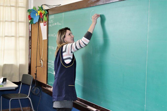 APP cobra reconhecimento profissional aos professores