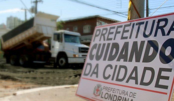 Avenida Leste-Oeste tem bloqueio entre as ruas Guaporé e Belém