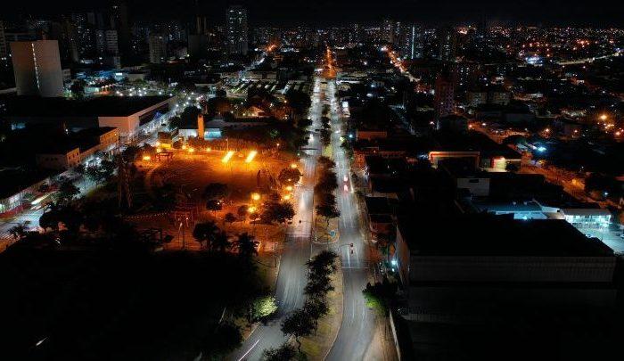 Prefeitura conclui implantação de LED na maior parte da Leste-Oeste