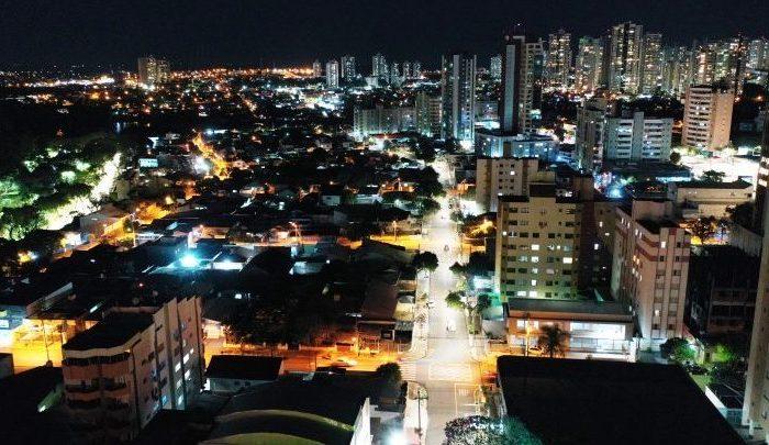 Prefeitura entrega LED na rua da Lapa e começa a instalação na Arcindo Sardo