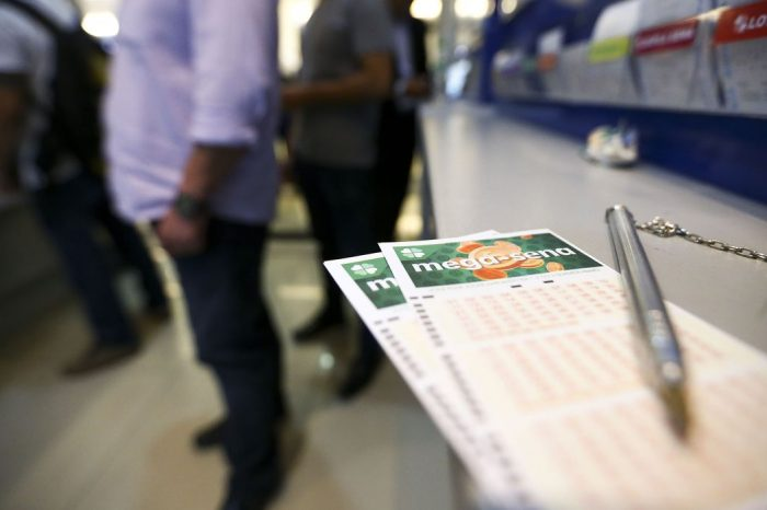 Mega-Sena acumula e pode pagar R$ 44 milhões na terça-feira (14)