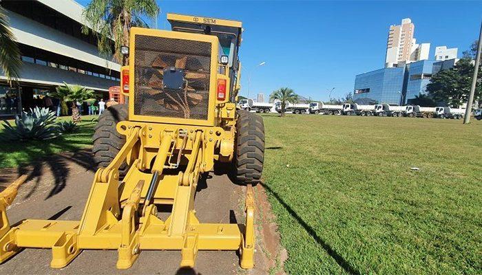 Agricultura apresenta novas máquinas e caminhões