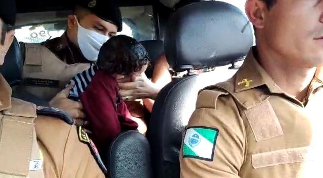 """Bebê salvo por policiais começou a andar um dia antes de acidente: """"símbolo da esperança"""""""