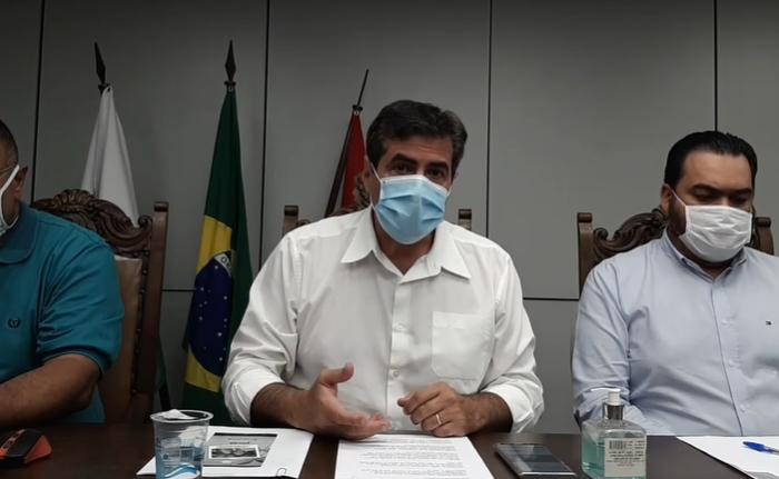 """Prefeito decreta fechamento de bares, locais públicos e vai aplicar multa """"salgada"""" em alugueis de chácaras"""