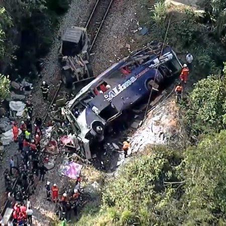 Sobe para 18 o número de mortos em acidente com ônibus em Minas