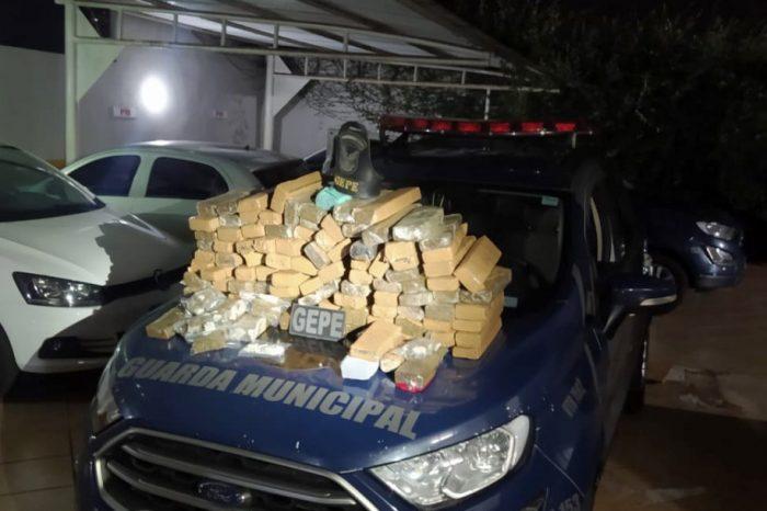 Guarda Municipal apreende grande quantidade de droga escondida ao lado de escola municipal