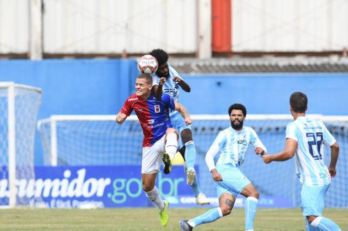 Com um a mais, LEC cede empate ao Paraná e segue sem vencer no Paranaense