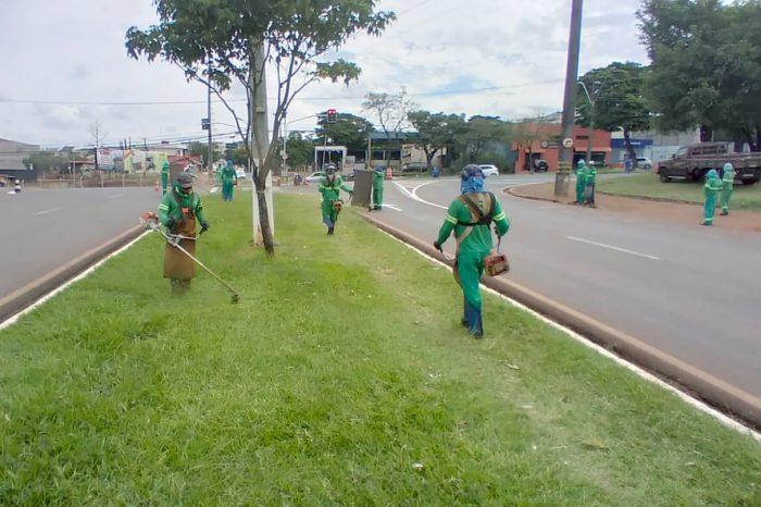 Serviço de capina percorre dezenas de bairros esta semana em Londrina