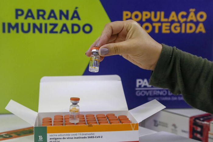 Paraná pede vacinas aos trabalhadores da Educação