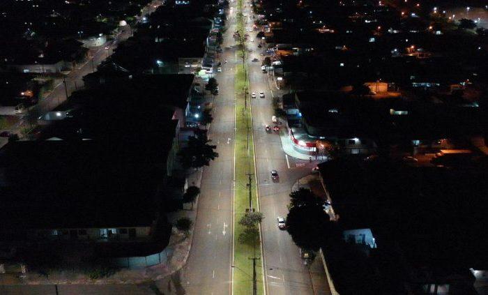 Prefeitura coloca LED na avenida Lúcia Helena Gonçalves Viana