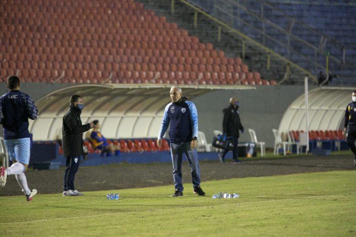 """Técnico do LEC detona arbitragem por pênalti não marcado em Safira: """"se achou que não foi, deveria ter expulsado"""""""