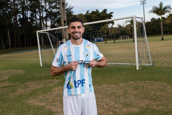 Londrina anuncia contratação de meia ex-Botafogo