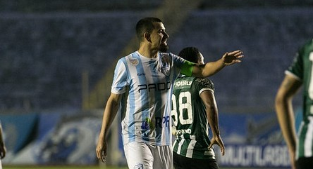 Saimon detona arbitragem após pênalti marcado para o Guarani contra o Londrina